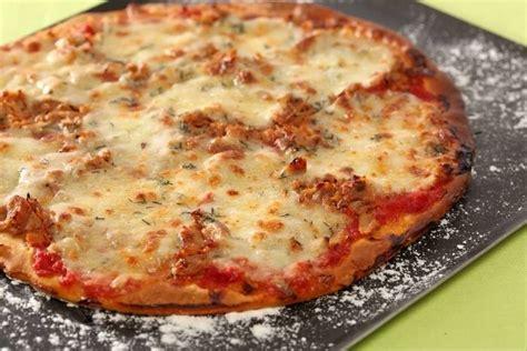 cuisine en cocotte recette de pizza au thon et à la mozzarella facile et rapide