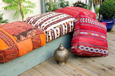 déco coussin canapé coussin de sol marocain la déco épurée
