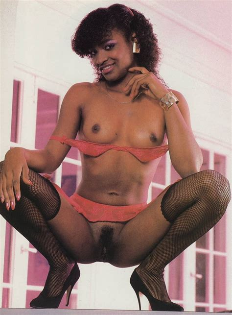 Kelly Divine Lesbian Strapon