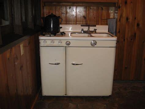 kitchen cabinet pic 25 best vintage refrigerators images on retro 2673