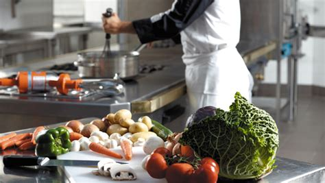 la cuisine moderne de cuisiner avec l 39 aide de la