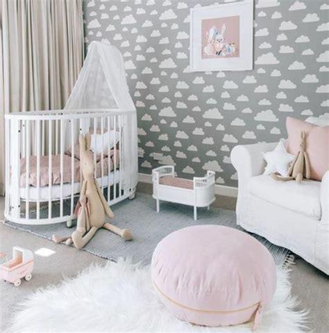 Kinderzimmer Deko Weiss by Kinderzimmer Einrichten Ideen Wei 223 Er Pelzteppich Babybett