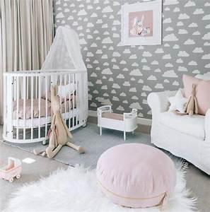 Kinderzimmer Einrichten Ideen : kinderzimmer einrichten ideen wei er pelzteppich babybett in wei wandtapeten wolken wanddeko ~ Markanthonyermac.com Haus und Dekorationen