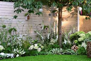 un jardin de fleurs blanches detente jardin With amenager un jardin paysager 1 amenagement de jardin potager fleurs arbres pelouses