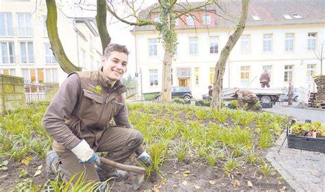 Garten Und Landschaftsbau Ausbildung Rheine by Landschaftsg 228 Rtner Abwechslungsreich Wie Kaum Ein Anderer