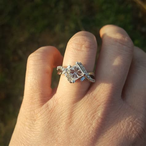 show off your flashy engagement wedding rings