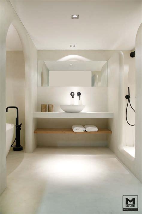 Une Salle De Bains #moderne Avec #baignoire Et #douche