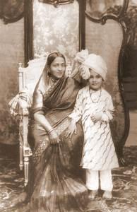 File:Maharani Vani Vilasa with grandson Jayachamarajendra ...
