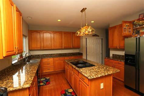 oak cabinets  granite   blend flawlessly