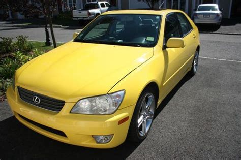 purchase   lexus  base sedan  door