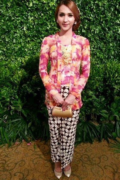 model kebaya kutu baru brokat model baju muslimah batik