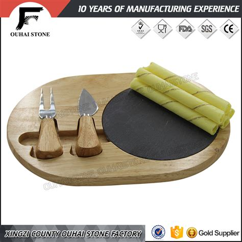 planche ardoise cuisine cuisine série ardoise planche à découper avec couteaux sur