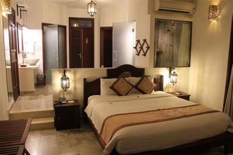 baignoire chambre notre chambre avec baignoire derrière tête de lit