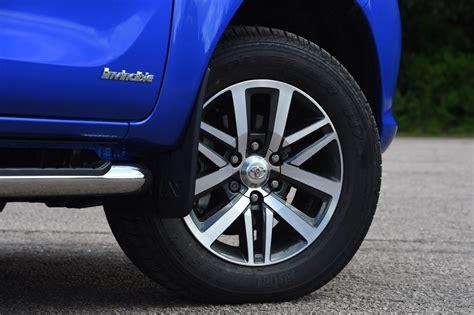 Fiat Fullback vs Mitsubishi L200 - pictures | Auto Express