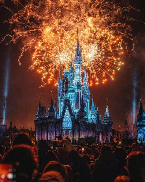 迪士尼城堡绚丽璀璨烟花灯光秀,高清图片-壁纸族