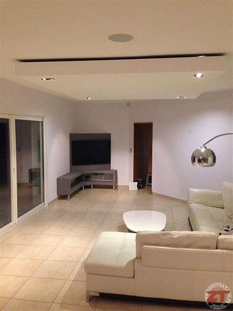 cuisine moderne design avec ilot brico création d un faux plafond avec ruban led et spots