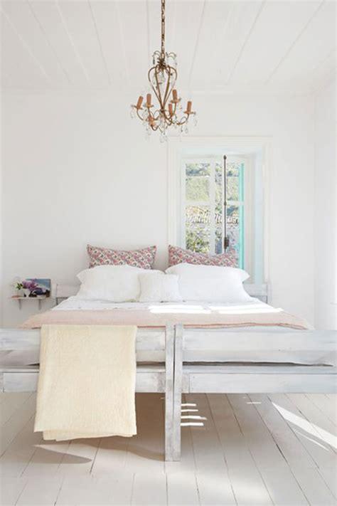 small white bedroom kleine slaapkamer ontwerper lloyd slaapkamer 13356