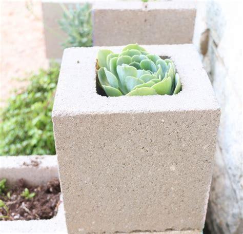 fabriquer une lanterne japonaise en beton cellulaire jardini 232 re en b 233 ton diy en parpaings pour les plantes grasses