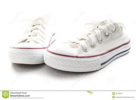 Άσπρα πάνινα παπούτσια στοκ εικόνα. εικόνα από Plimsoll
