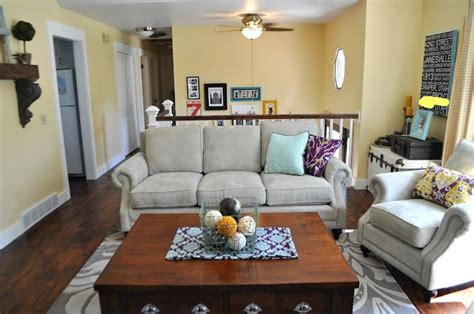 Split Level Living Room--i Love The Wall Color And That