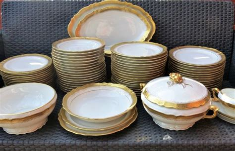 service de table design limoges porcelaine d j lavit important et superbe service de table catawiki