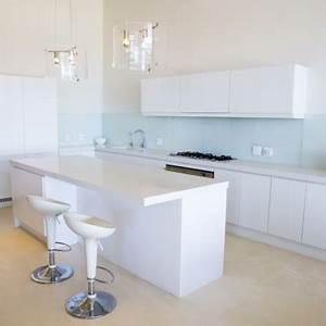 Petits espaces tout suspendre pour gagner de la place for Deco cuisine pour meuble tv suspendu