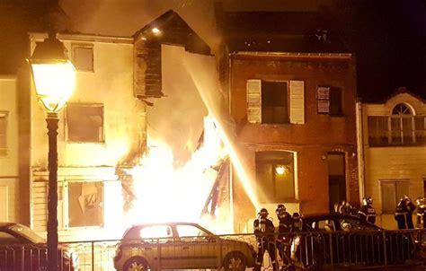 amiens quatre personnes dont un b 233 b 233 p 233 rissent dans l incendie le parisien