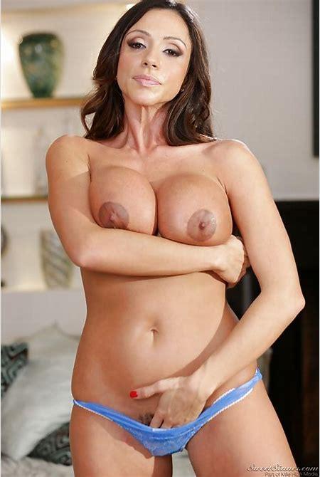 MILF Latina pornstar Ariella Ferrera gets naked to show her huge boobs - PornPics.com