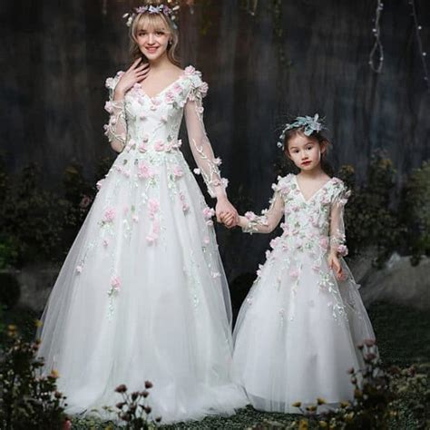 mother  daughter matching wedding outfits