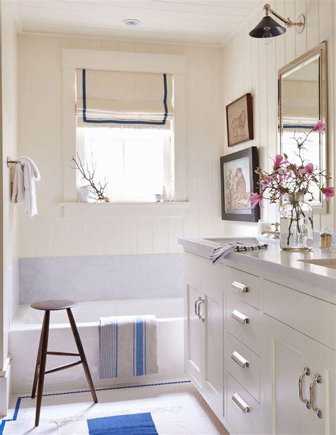 beadboard bathroom walls    space feel