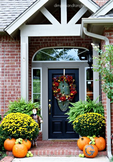 Decorating Ideas For Fall Outside by Outdoor Fall Decorating Ideas Dimples And Tangles