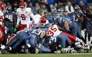 nfl players dive   loose ball
