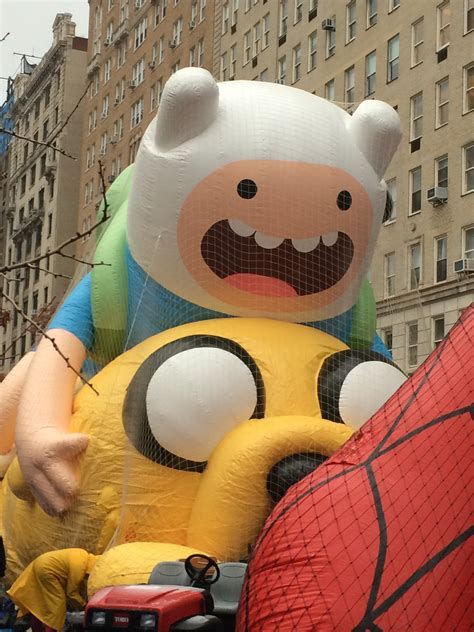 macys thanksgiving day parade balloon inflation  fave