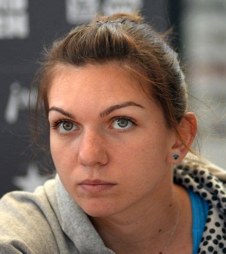 Simona Halep biography, birth date, birth place and pictures