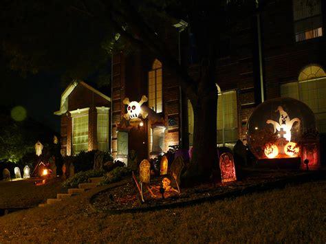 spooky outdoor decorations   halloween night