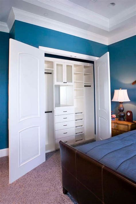 Bedroom In Closet by 25 Best Ideas About Reach In Closet On Master