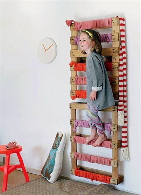 kletterwand kinderzimmer selber bauen spielen im kinderzimmer palettenm 246 bel kinderzimmer kinder zimmer und kinder zimmer ideen