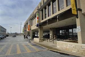 Task force eyes garage for site of library, transfer ...