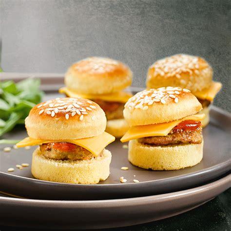 canapes aperitif originaux plateau de mini cheese burgers 20 pièces