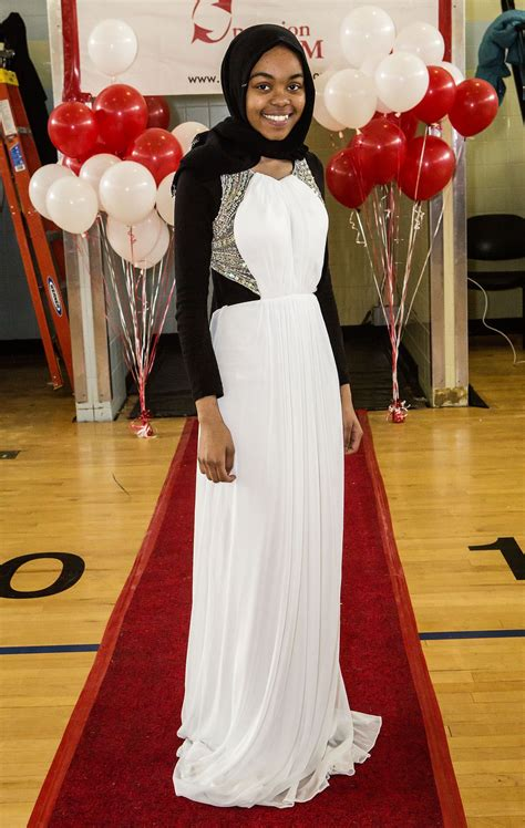 annual dress giveaway fuels prom dreams  hundreds  city high school girls ny daily news