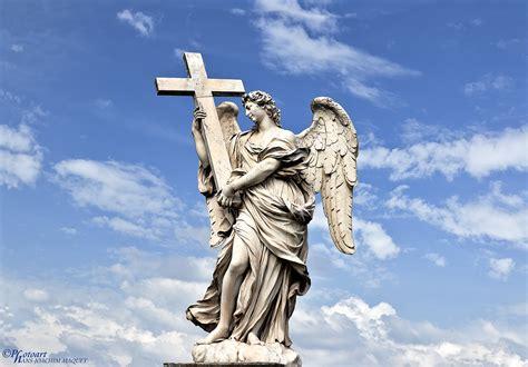 Berninis Statue Engel Mit Kreuz Foto & Bild Europe