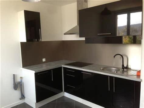 canapé d angle semi cuir décoration salon et cuisine ouverte