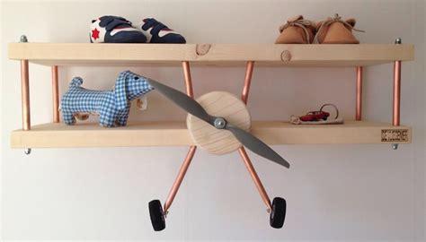 kinderkamer decoratie hout vliegtuig wandplank de