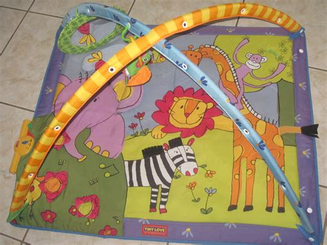 tapis d eveil tiny jungle tapis d 233 veil avec arches tiny musical zoo aukazoo