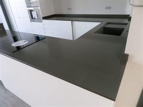 foto encimera de cocina en silestone cemento spa de