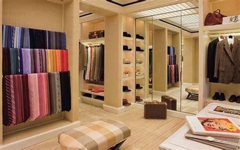 Das Ankleidezimmer Moderne Wohnideenankleidezimmer In Schwarz by Begehbarer Kleiderschrank Planen 50 Ankleidezimmer