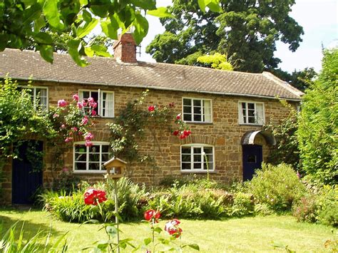cotswolds cottage charming world cottage on fringe of cotswolds