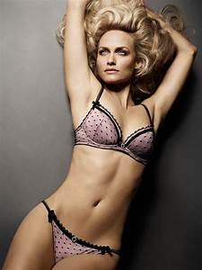 Amber Valletta supermodel Amber Valletta biography