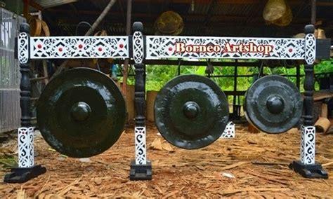Salah satu kebudayaannya bisa dilihat dari alat musik tradisional suku dayak yang masih sering digunakan, seperti berikut ini: Mengenal Alat Musik Tradisional Suku Dayak kalimantan