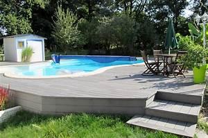 tour de piscine et terrasse surelevee en lames bois With pente terrasse bois composite
